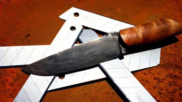 """カッターナイフから""""鍛造ナイフ""""作ってみた!? ロマンあふれる無骨な仕上がりに「いい切れ味」「かっこいい」の声"""