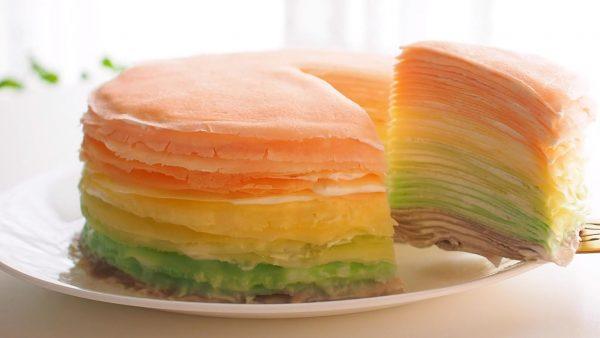 パステルでレインボーなミルクレープがめっちゃかわいい! アイシングカラーを使った色鮮やかなケーキに「手間がかかるけど綺麗」の声