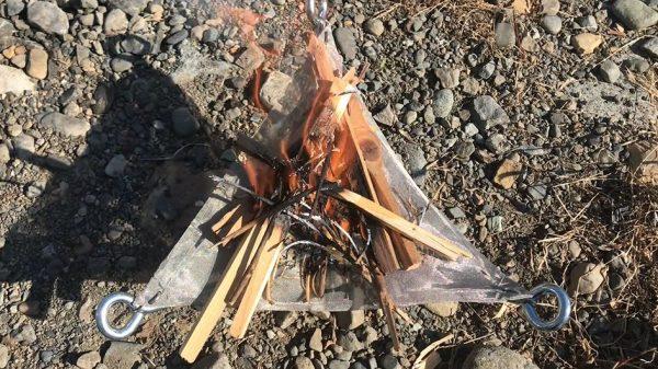 自作の焚き火台で「焼き芋」焼いてきた! 組み立てや持ち運びに便利そうな仕上がりに驚きの声