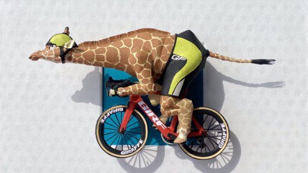 紙で「ロードバイクに乗ったキリン」を作ってみた! 躍動感ある出来映えに「疾走感で草」「ワイが知ってる紙じゃないぞ」の声