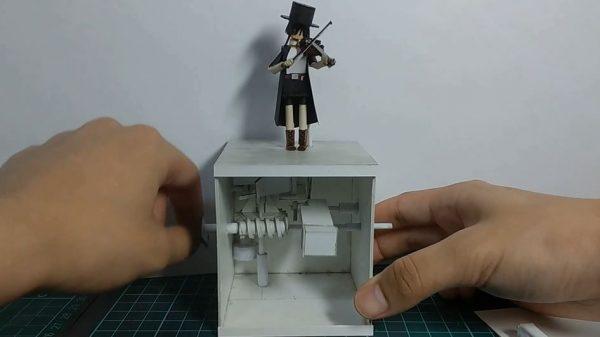 """""""紙で""""からくり人形を作ってみた! ヴァイオリンを演奏する小さな人形に「あらかわいい」「ほっこりする」の声"""
