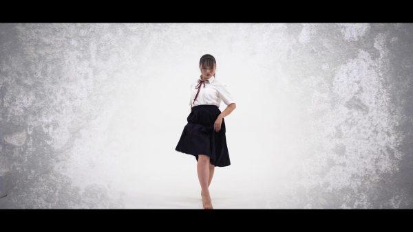 制服少女が魅せる圧倒的迫力のダンスを見よ! 目ヂカラ120パーセントの鬼気迫る表情に「鳥肌立った」「才能の塊」と称賛の声