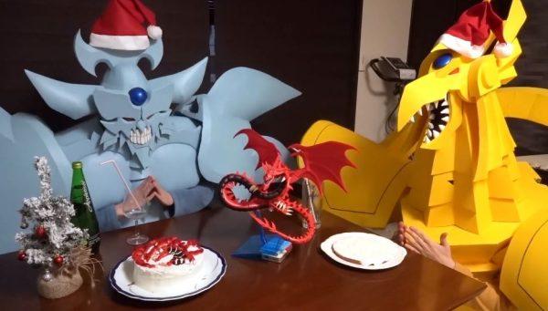 『遊☆戯☆王』オベリスクの巨神兵が「オシリスの天空竜のケーキ」作りに挑戦! ラーの翼神竜とのクリスマスパーティーに「本当にこの二人仲良いな」の声