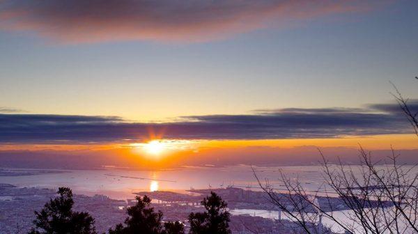 初日の出 from 神戸摩耶山! 日本三大夜景に昇る朝日に「ありがたや」の声