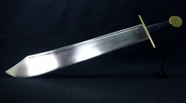 """アルミで「模造刀」を作ってみた! しっかりと作り込んだファルシオンの""""重厚感ある輝き""""に「よく切れそうだ」「いい…」の声"""