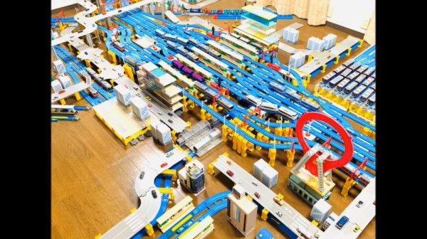 """プラレールで「大阪駅」を作ってみた! """"梅田ダンジョン""""の複雑な位置関係の再現に「すごいなあ」「おおお」と興奮の声"""