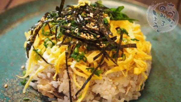 サバ缶で作る「炊き込みご飯ちらし寿司」のレシピ! 焼き目をつけて炊くだけの手軽さでひな祭りにもオススメ