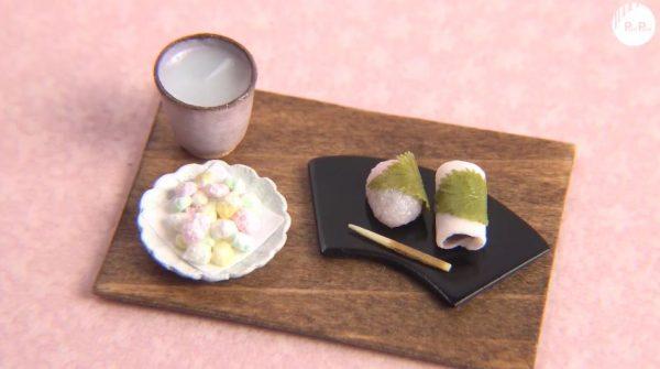 超ミニチュアで「雛あられ」作ってみた! 東西2種の桜餅と甘酒まで添えられ「かわいい」「葉っぱの脈まですごい」の声