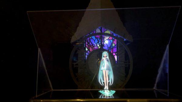 『初音ミク -Project DIVA-』収録曲『ロミオとシンデレラ』の時計台ステージを物理的に再現! 嫁召喚装置を使って自宅でライブしてみた