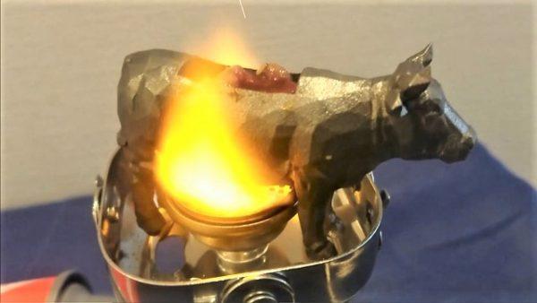 「ファラリスの雄牛」を作って焼肉を焼いてみた⁉ 予想以上に美味しそうで「なんて物作ってんだw」「ここにタレは卑怯、めっちゃうまそう」などの反響