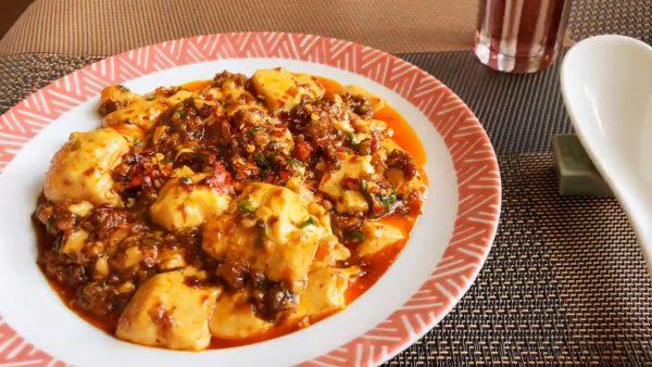 唐辛子をひとつかみ入れる本気の麻婆豆腐レシピを紹介! 花椒や豆チを使うなどハードルは高めだけどめちゃくちゃおいしそう
