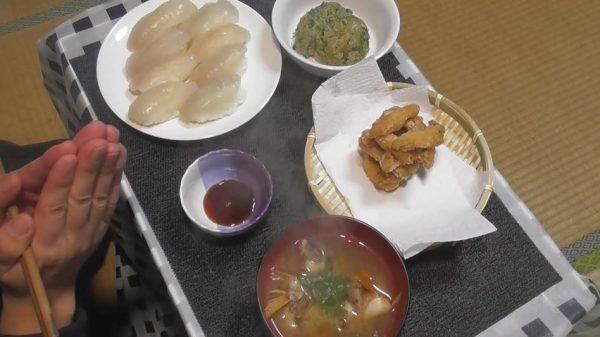 """""""爆釣れ""""したベラを現地食い&豪華な夕食に… 元料理人の腕前を見せた食卓へ「寿司まで握れるのしゅごい」「多彩やな」の声"""