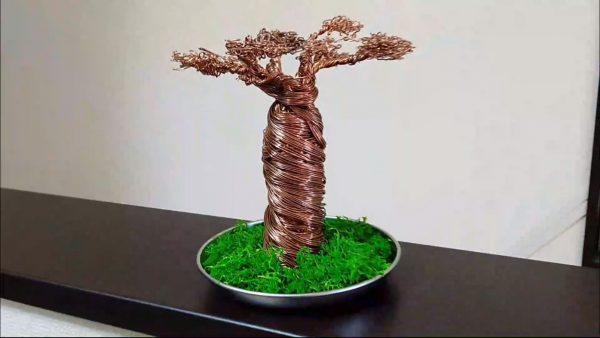 悪魔の木・バオバブを針金で作ってみた! 葉の一枚一枚までペンチで作る器用さに「めっちゃすごい」「細密な再現ですね!」の声