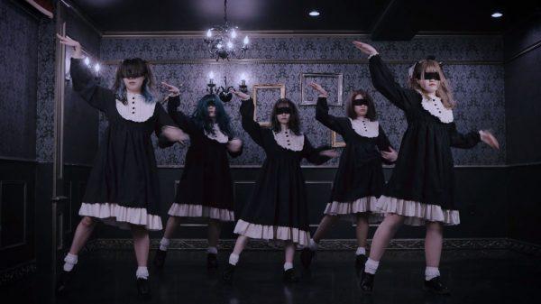 狂ったマリオネットのような激しいダンスが圧巻! 呪われた洋館に集まった「おでんガールズ」のパフォーマンスに絶賛の声
