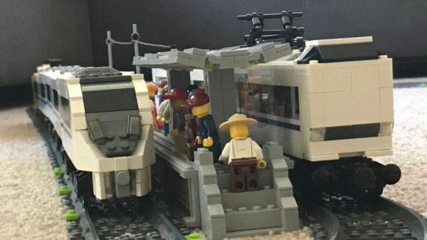 レゴで特急「サンダーバード」を作ってみた! ドアの凹みまで再現した車両に「おお」「レゴが走るのか~」の声