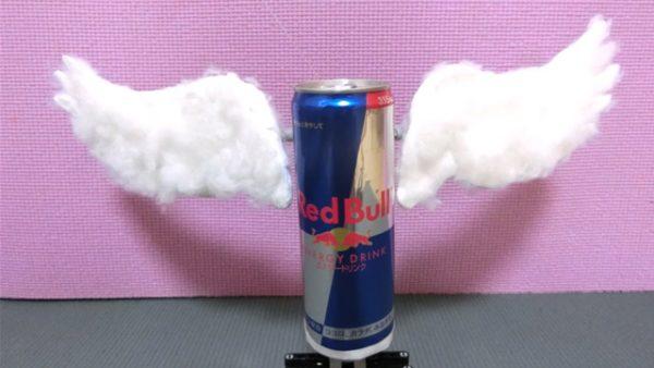 『Red Bull』の缶に翼を授けてみた!? レゴで作った動く翼も相まってポップで可愛い出来映えに
