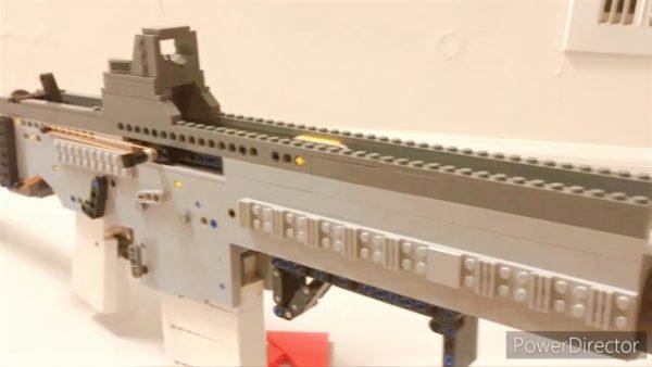『レゴ』でアサルトライフルを作ってみた! セミオートとフルオートが切り替え可能で、ブロックとは思えない完成度に