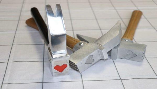 """『呪術廻戦』釘崎野薔薇の金槌を職人が""""アルミ鋳造で""""作ってみた! 筋切りと肉叩き機能も付けて、料理に使えるバージョンまで完成"""