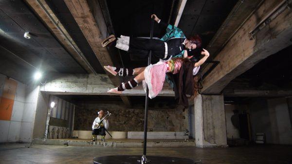 禰豆子と炭治郎がポールダンス踊ってみた! 大会受賞歴のあるダンサーがコスプレして宙を舞う