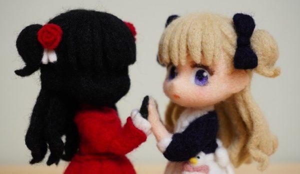 『シャドーハウス』 ケイトとエミリコを羊毛フェルトで作ってみた! 寄り添う2人の姿に「かわいい!」「凄すぎて煤が爆発した」の声