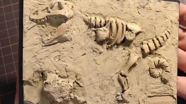 恐竜骨格のプラモを「化石発掘のジオラマ」に魔改造してみた。対象年齢6歳のおもちゃが映画のワンシーンのようになる匠の技を見よ!