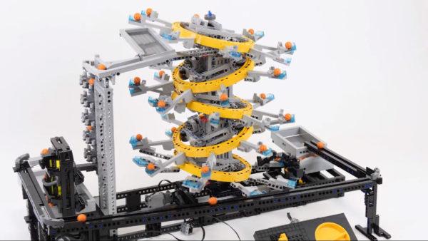 レゴで無限に玉を運ぶ装置を作ってみた! タワーの頂上まで運ばれコロコロと落ちていく永久機関はずっと見ていられる気持ちよさ