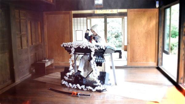 『刀剣乱舞』「特別調査 聚楽第」を山姥切国広のコスプレをしてエレクトーンで弾いてみた! ゲームの世界観にずっぽり浸れる華麗な演奏がエモい