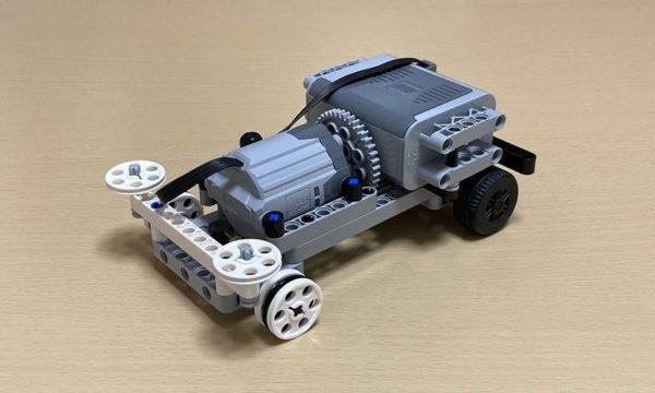 LEGOで「ミニ四駆」を作ってみた! 公式規定を満たす苦心の結果に「意外とまともに走ってる」「面白い試み」の声